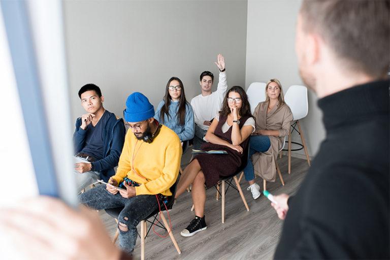 Jeune public en cours de formation